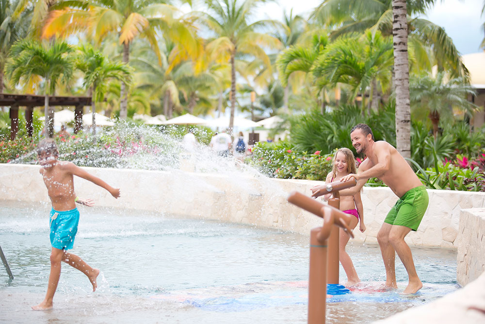 What can you expect at Villa del Palmar Cancun?