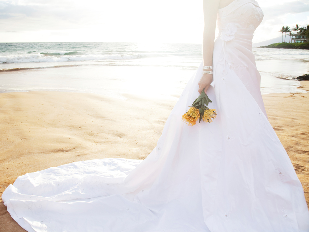 How To Choose The Perfect Beach Wedding Dress