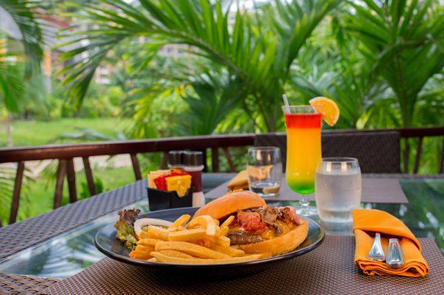 Hamburguesa at Villa del Palmar Cancun