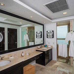 Bathdroom Three Bedroom Penthouse Villa del Palmar Cacun